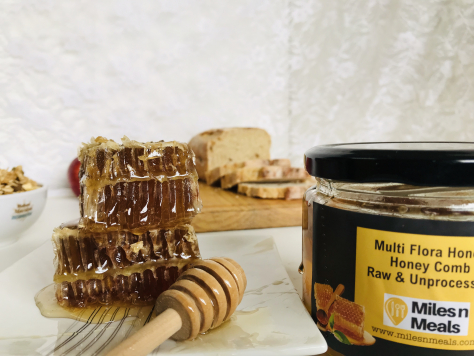 Raw And Unprocessed Honey N Honey Comb ( Net wt 250 grams)