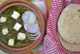 Palak Paneer/North  Indian style Spinach Gravy with Cottage Cheese -Quick Recipe